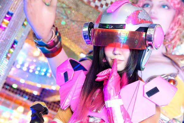 大森靖子、ロボットレストランで関係者をも黙らせる——OTOTOYライヴ・レポート