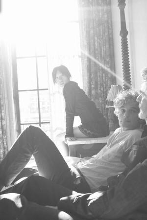 ブロンド・レッドヘッド、8月に日本先行発売のアルバムより「Dripping」公開