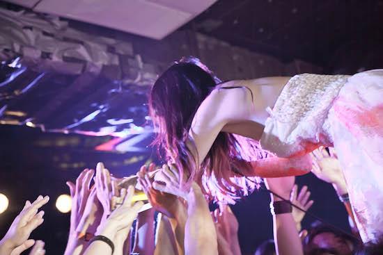 祝! 大森靖子が結婚(本当)!! 七夕の夜にハイテンションなライヴ——OTOTOYライヴ・レポート