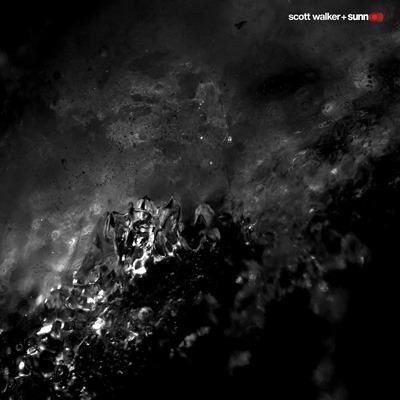 スコット・ウォーカーとサンO)))異色のコラボ・アルバム『サウスト』トレイラー映像公開