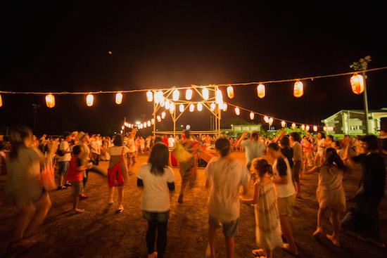 大森靖子、八丈島ライヴでファンと特別な夏休み——OTOTOYライヴ・レポート