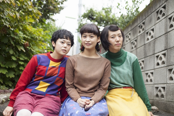 """女子乐队""""The Wisely Brothers""""是第一个全国性的发行板发行,也是Tomei Osaka巡演"""