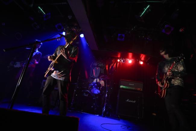 ドラマチックアラスカ、東京初ワンマンで全22曲熱演! 嬉しい発表もーーOTOTOYライヴ・レポート
