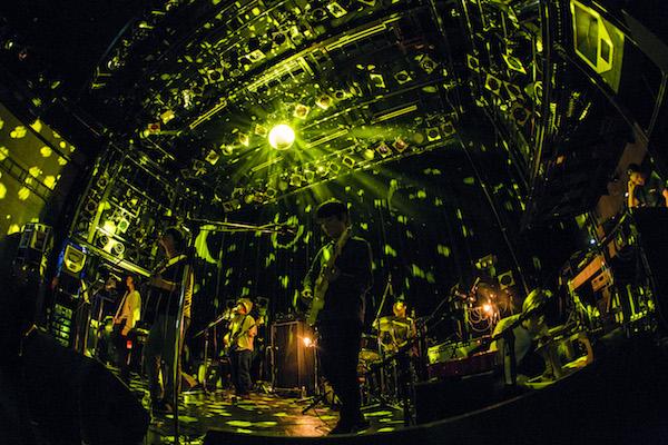 ミツメと王舟が渋谷WWWの4周年をお祝い——OTOTOYライヴ・レポート