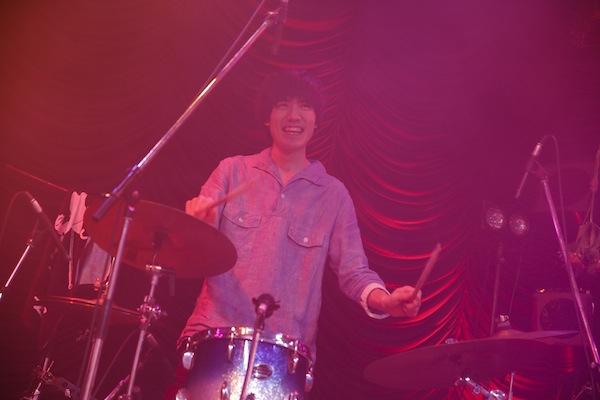 SEBASTIAN X、メジャー・デビュー後初の東京単独公演は2時間半の大ボリューム——OTOTOYライヴ・レポート