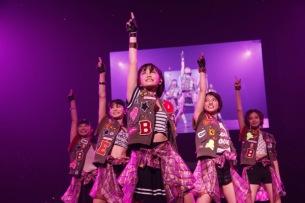 """""""JAPAN""""の名を背負うことを決めた彼女たちの「一歩」——ベイビーレイズ武道館ライヴ・レポート"""