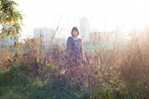 あどけなくも凛とした歌声、京都の女性SSW白波多カミンが歌にこだわった弾き語りアルバムリリース