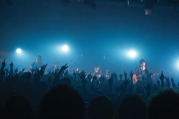 凛として時雨、全国ツアー直前にシークレット・ギグで観客を圧倒——OTOTOYライヴ・レポート