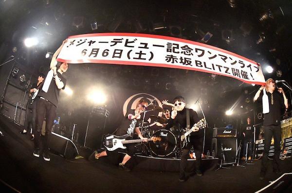 ザ・チャレンジ、インディーズ最後のワンマンで熱演! 赤坂BLITZ公演も決定——OTOTOYライヴ・レポート