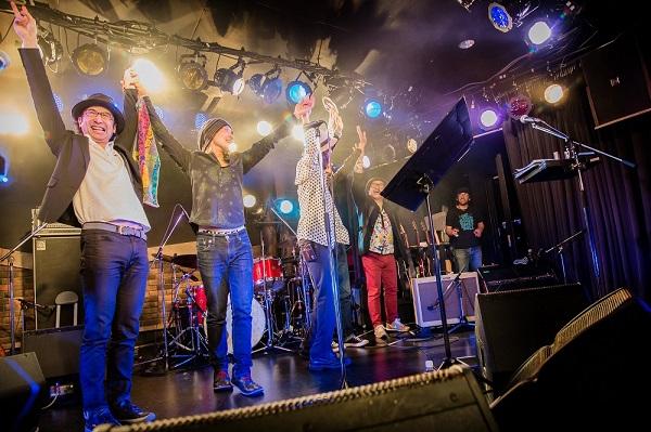 〈HOBO CONNECTION 2015〉チャボと奇妙がRCを歌うスペシャルな夜でスタート-OTOTOYライヴレポ