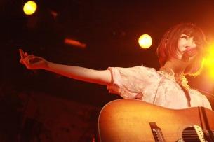 大森靖子、ツアー大阪公演は圧巻のバンド演奏で魅了——OTOTOYライヴ・レポート
