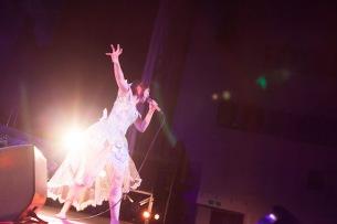 大森靖子が中野サンプラザ単独公演と〈洗脳ツアー〉でみせたもの——OTOTOYライヴ・レポート