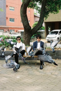 入江陽とbutajiが共作EP『探偵物語』でデュエット、井上陽水&玉置浩二のカヴァーも