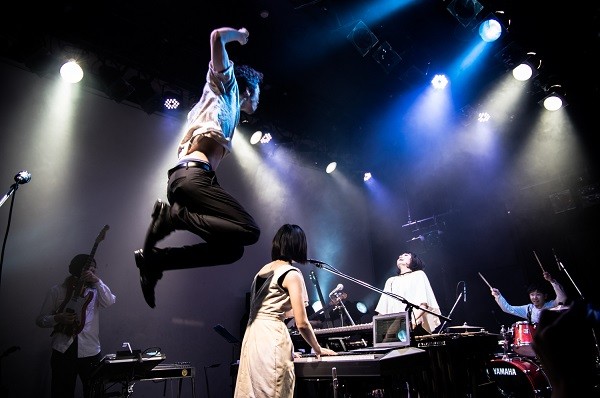 Aureole 代官山UNITで満員の観客が体感した幻想と快楽ビートの祝祭空間―OTOTOYライヴレポ