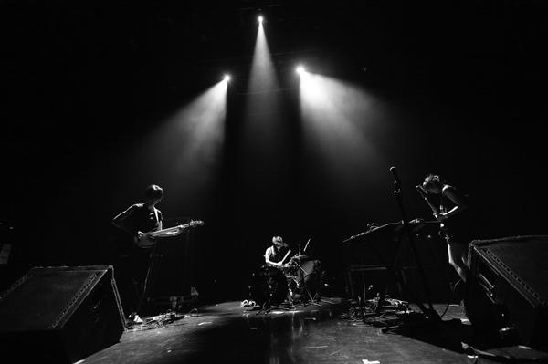 【ハイレゾ配信決定】 にせんもんだい、エイドリアン・シャーウッド・プロデュースの新作から楽曲公開!