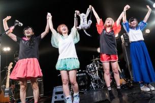 ぽわん、ぱいぱいでか美&ベッド・インら出演の〈毒フェス〉開催! 初ワンマン・ツアーも決定