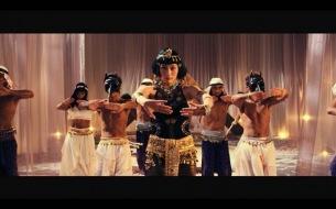 コムアイが黄金世界の女王に君臨!? 水曜日のカンパネラ、新作MV「ラー」公開