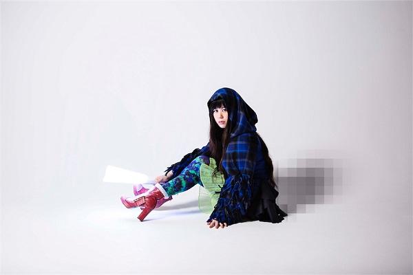【代官山蔦屋にて展示中】坂本龍一、やくしまるえつこの名曲から織られたストールとは?