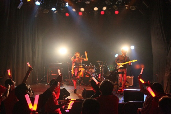 """[现场报道] Anison歌手,Nanae宣布在出生时发行首部全国发行的声源""""Happy together"""""""