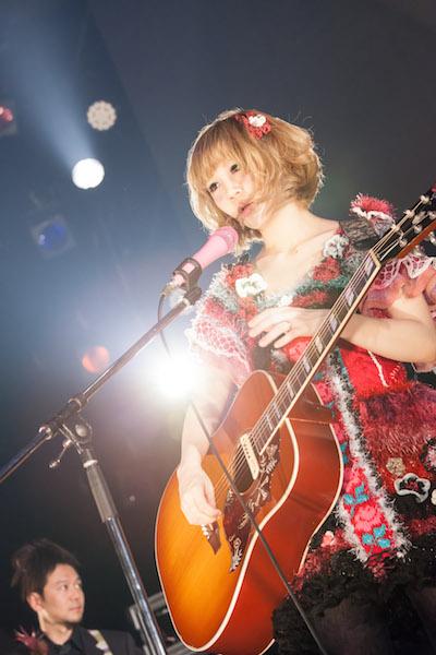 【ライヴ・レポート】大森靖子、CDJで出産後初ステージ「産休中にアルバム作りました」