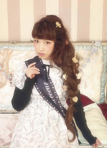 内田彩、ゴシック衣装でクールな表情 ロック盤リード曲「afraid…」MV公開