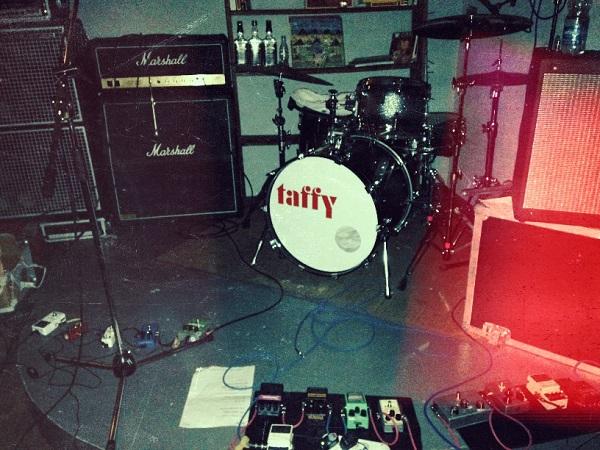 taffy、ザ・シャーラタンズの「Come Home Baby」カバーを公開