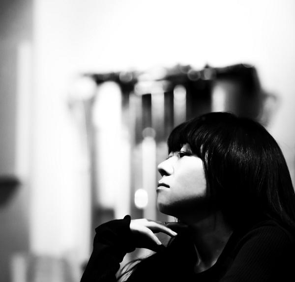 小谷美紗子、初の弾き語りベストは「Who」「3月のこと」など全10曲 ダイジェストも公開