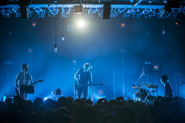 AL、Polarisとのツーマンで1stアルバムの世界観を披露―OTOTOYライヴレポ