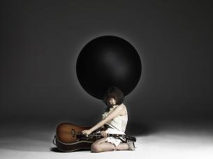 大森靖子、新アルバム表題曲「TOKYO BLACK HOLE」歌詞入りMV公開 リリイベも続々決定