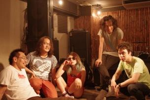 リミエキが新MV「ギャーギャー騒げ」公開! トリプルファイヤー、Phewら出演のイベント開催も