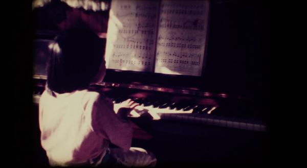 小谷美紗子、貴重な幼少期の8mm映像使った「手紙」MV公開