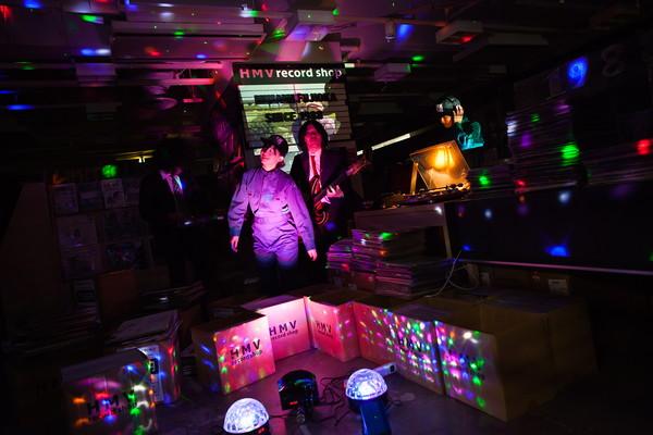 藤岡みなみ&ザ・モローンズ、真夜中のHMVでクールにキメる「ド忘れ in the night」MVを公開