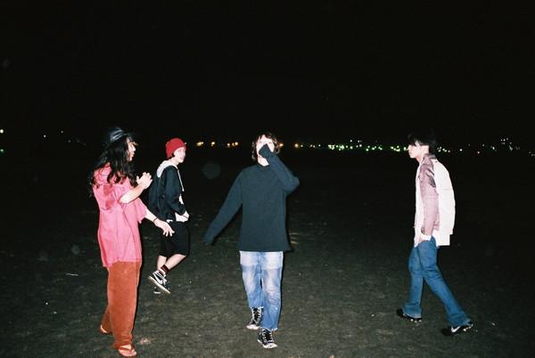 Helsinki Lambda Club ギター佐久間がバンドから一時離脱、レコ発ワンマンはKidori Kidoriマッシュがサポート