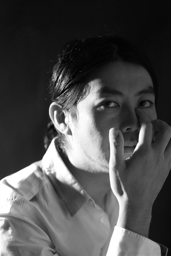 吉田省念、コーラスに細野晴臣を迎えた「晴れ男」とライヴでおなじみ「水中のレコードショップ」のMVを公開!