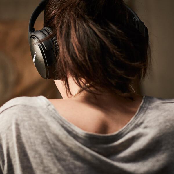 BOSE、ワイヤレスのノイズキャンセリング・ヘッドホンを発売