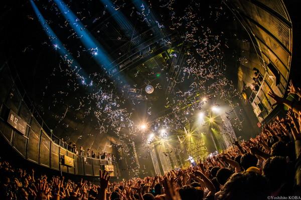 """""""音楽って素晴らしい!"""" BRADIO、赤坂BLITZの真ん中で音楽愛を叫ぶ―OTOTOY最速レポ"""