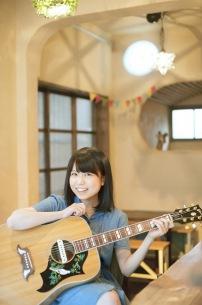 里咲りさ、新アルバム本日発売! 二宮ユーキによる爽やかな新曲MV&全曲試聴映像を公開