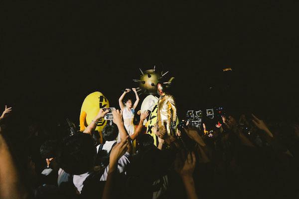 【救急車で登場!?】水曜日のカンパネラ、約4000人の前で見せた超エンターテイメント