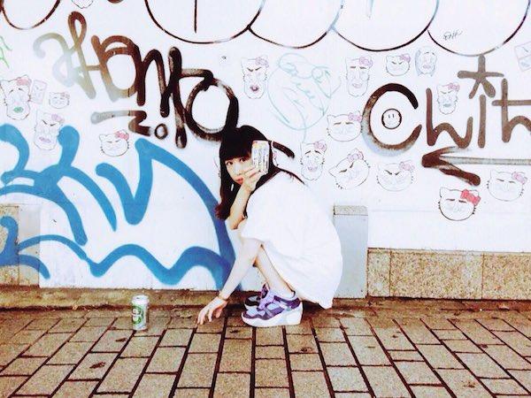 あゆ巫女、新曲「恋の月」を無料配信&小型カメラで撮影のサバゲー実況風MVを公開