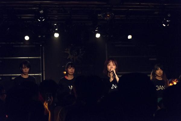 【ライヴレポ】GANG PARADE、オレンジの光に包まれた大阪初ワンマンの夜