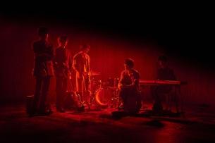 """ヨギーのサポートも務める鍵盤奏者 """"ニカホヨシオ"""" デビュー作より「亡霊たちの楽園」MV公開"""