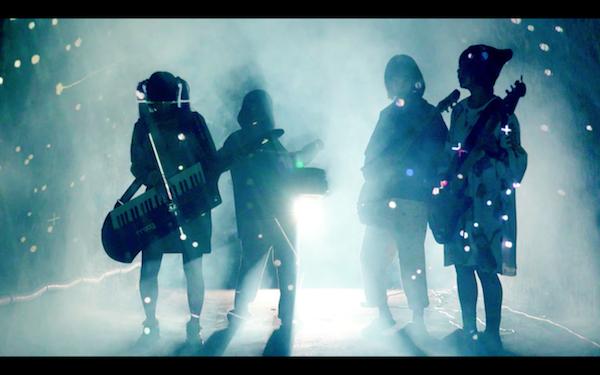 ゆるめるモ!がバンド演奏 新MV「ナイトハイキング」公開、ジョイポリスでの特別イベントも