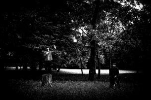Klan Aileen、不穏な空気や死の匂いが感じられる「Happy Memories」のMV公開