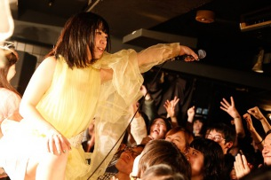 永原真夏、初ワンマンを東京&大阪で開催決定!2日前のライヴ映像も最速公開