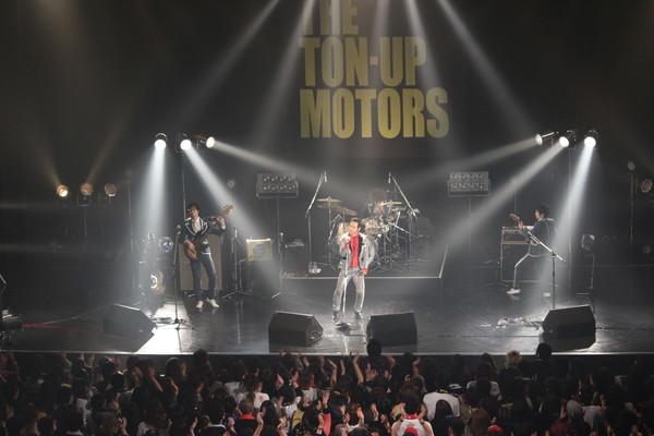 """""""いつもTHE TON-UP MOTORSのそばにいてくれて本当にありがとう"""" 活動休止前ラスト・ライヴ Zepp Sapporoレポート"""