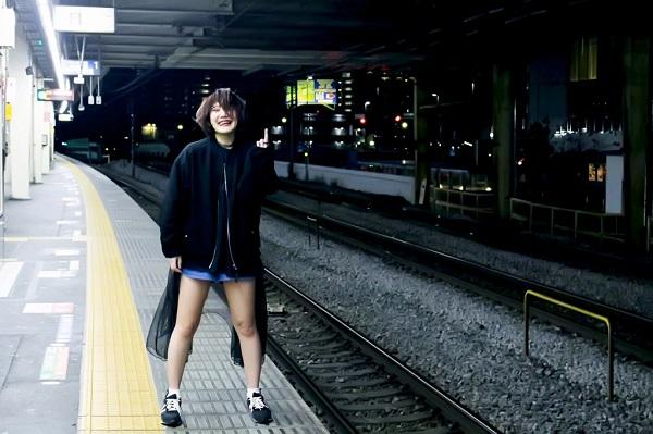 """話題の女性シンガー""""そのうちやる音""""1stミニ・アルバム『逆に、しろすぎる』発売決定"""
