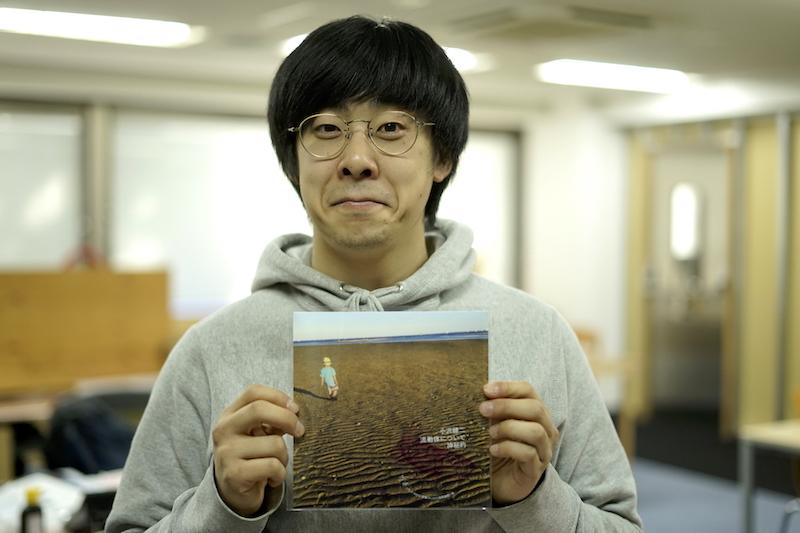 小沢健二が19年ぶりのシングル緊急リリース──我慢ならずに渋谷の街をダッシュして買ってきた