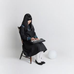 谷本早也歌 一年半ぶり新作ミニ・アルバム『箱の中の少女』発売決定