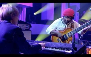【来日目前】サンダーキャット、BBC音楽番組出演時の映像公開