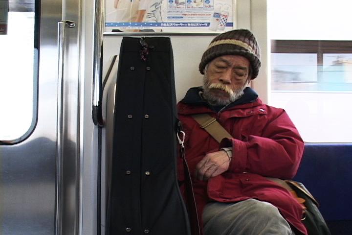 高田渡のドキュメンタリー映画『まるでいつもの夜みたいに』トークショーのラインナップ発表
